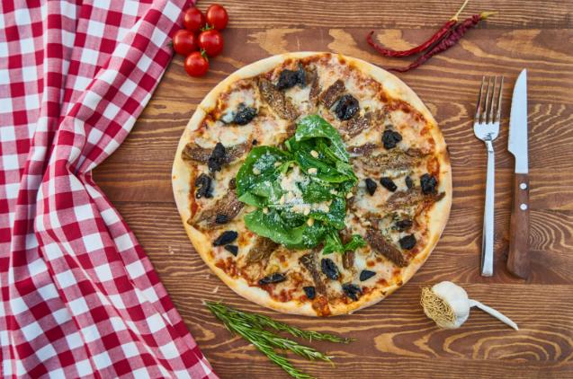 Good weather, Italian food, wine, pizza, terrace…